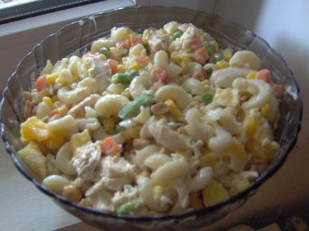 Salata cu piept de pui si ou