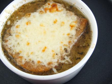 Dieta fulger cu supă de ceapă roşie. Slăbeşti 4 kilograme în 5 zile