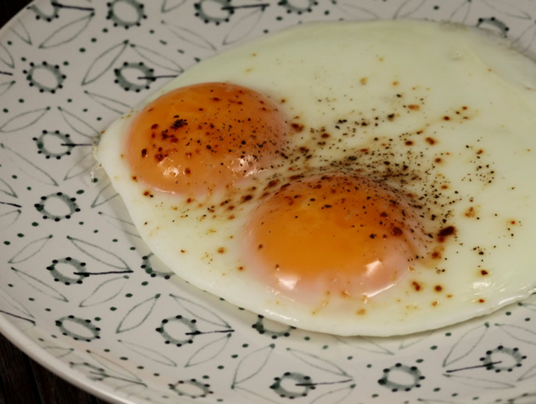 Cum să faci ouă ochiuri