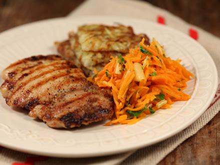 Pulpe de pui la gratar cu salata de morcovi si ghimbir. Imagini pas cu pas pentru pulpe de pui la gratar cu salata de morcovi si ghimbir