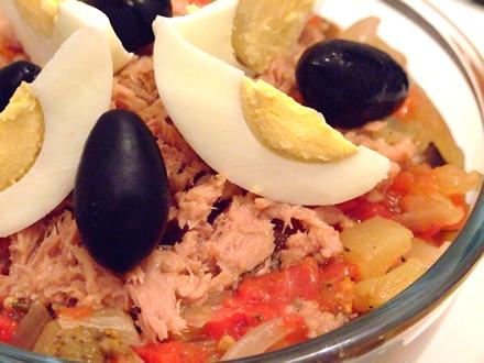 Salata de legume coapte cu ton (Mechouia)