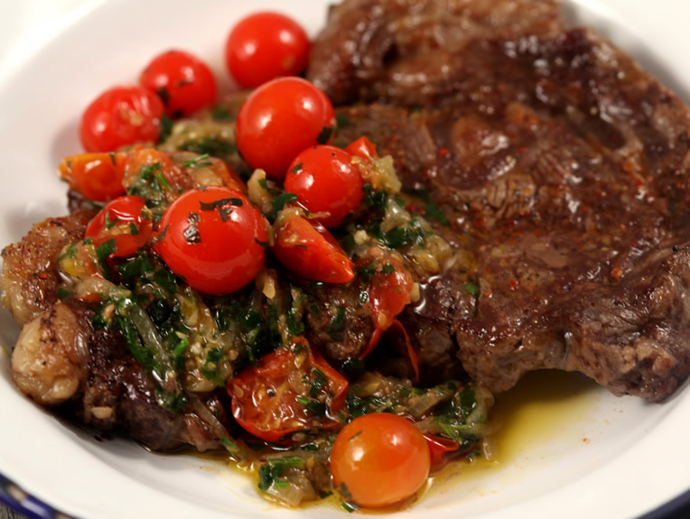 steak-de-vita-cu-salsa-de-rosii-si-ansoa
